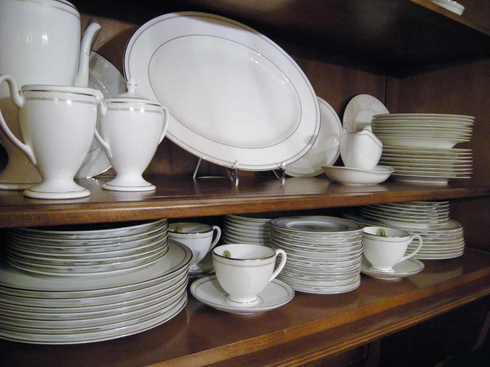 How to arrange a china cabinet heartwork organizing for Signoraware organise your kitchen set 8 pieces