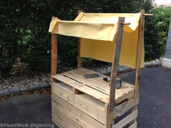 fabric awning for lemonade stand made from pallets