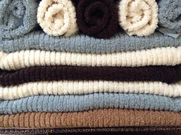 folding towels to look pretty
