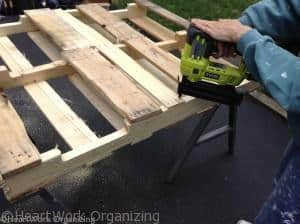 reinforcing the pallet lemonade stand
