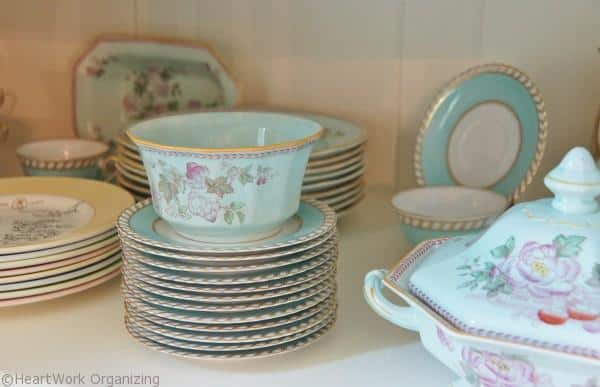 how to show off pattern in a china cabinet