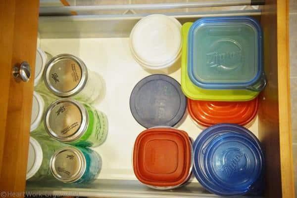 quickly organize a kitchen drawer