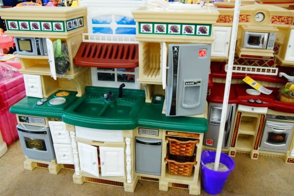 play kitchens help kids organize