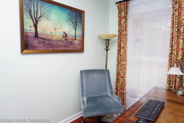 Home Office with New England Style (11) desk chair