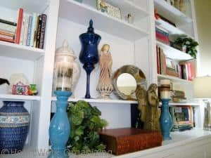 Read more about the article How to Decorate Bookshelves