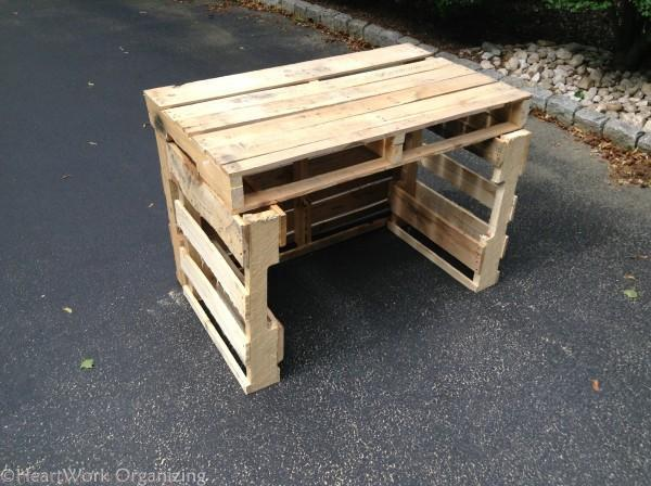 sides of the pallet lemonade stand