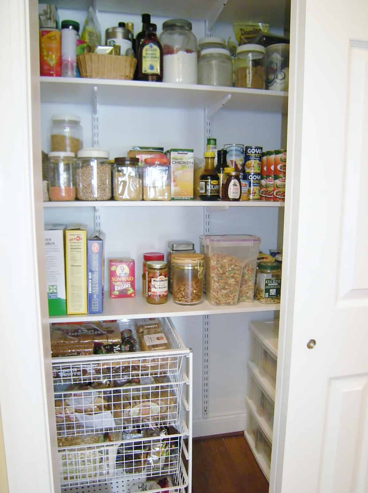 Organized Pantry With Adjule Shelves