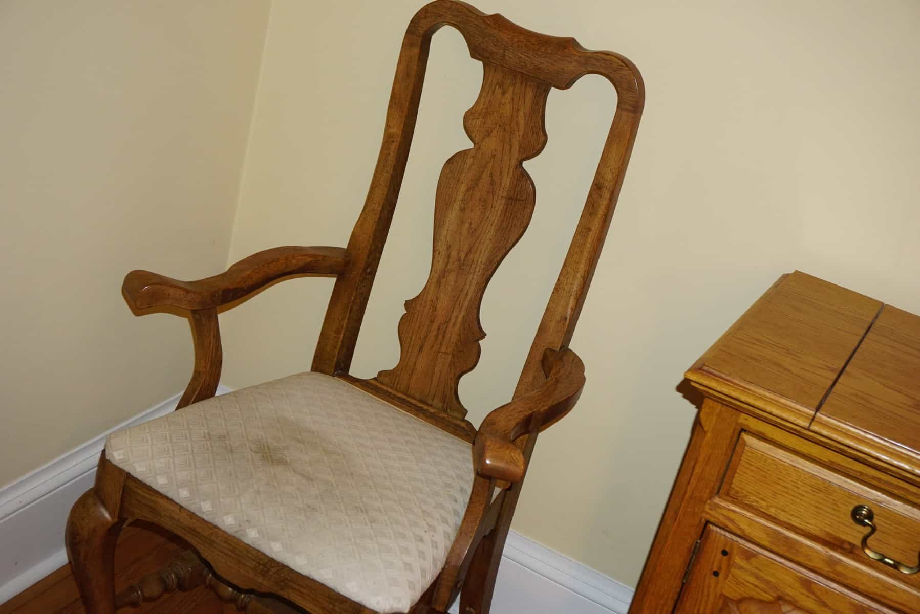 how do you reupholster dining room chairs | How to Reupholster Dining Room Chair Seat Covers - Sitting ...